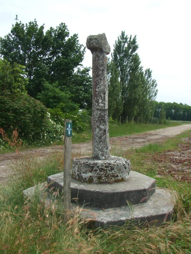Chemin Pédestre - Chemin de la croix près du château Anthonic
